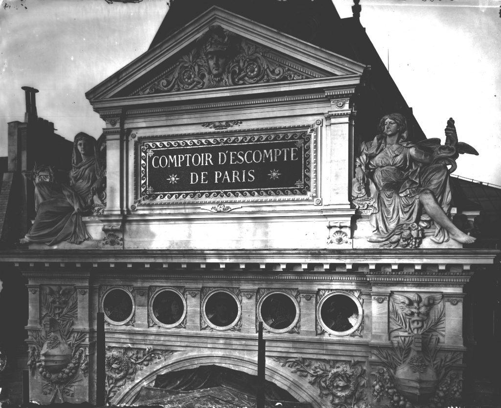 Allégorie sur les façades de la banque... Source : BNP Paribas, Archives historiques