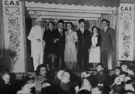 Section théâtre du Centre d'action social de la BNCI au Mans, 1951. BNP Paribas, Archives historiques.