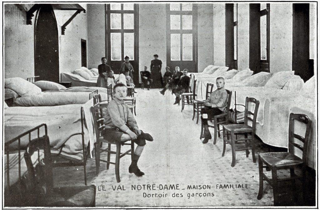 Les Champioux dit Val Notre Dame (Argenteuil, Seine et Oise), orphelinat des employés de banque et de bourse, début du XXe siècle. Crédit Agricole S.A., Archives historiques.