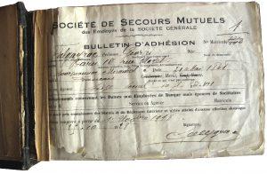 Un carnet d'adhésion à la Société de secours mutuels des employés de la Société Générale, 1928. Société Générale, Archives historiques.