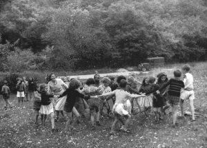 Colonie de vacances du Crédit Commercial de France au château de Trucy-sur-Yonne. Les enfants , 1950. HSBC France, Archives historiques.