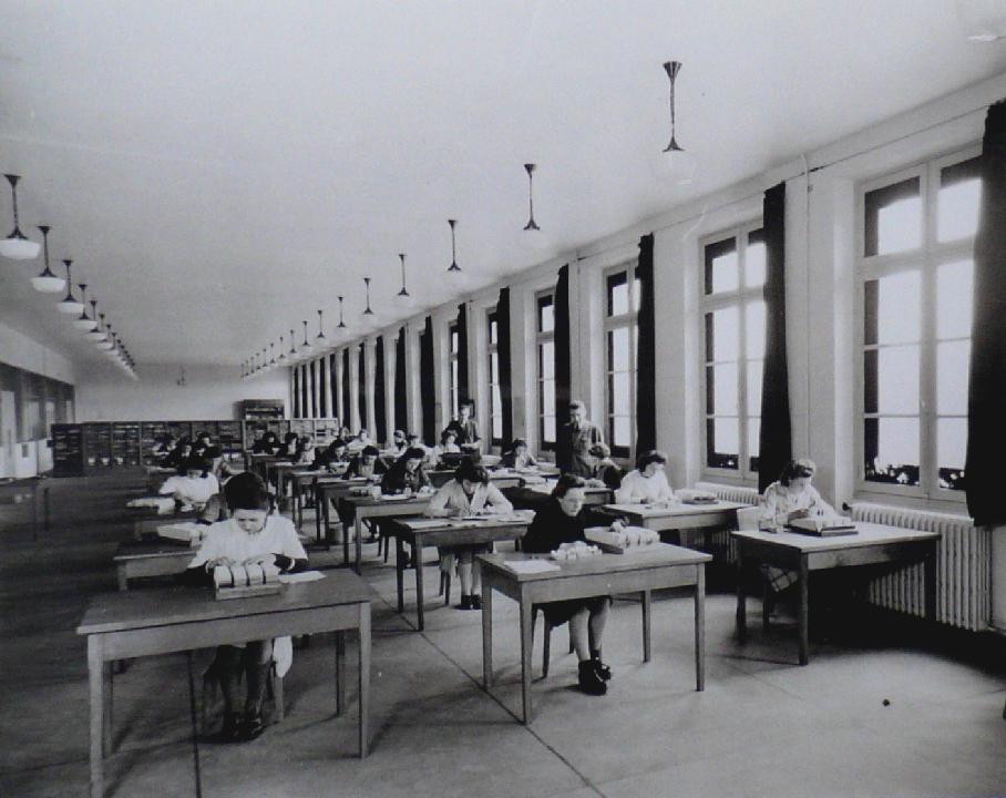 Le centre de vérification des tirages, vers 1950. BNP Paribas, Archives historiques.