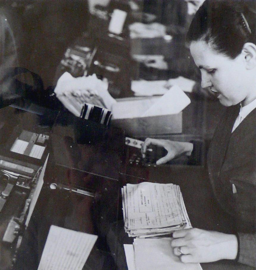 e centre de vérification des tirages, vers 1950. BNP Paribas, Archives historiques.