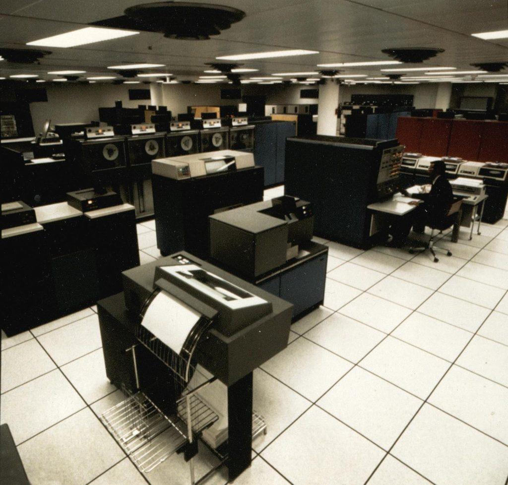 Calculateur IBM 360 modèle 40, 1966. HSBC France, Archives historiques.