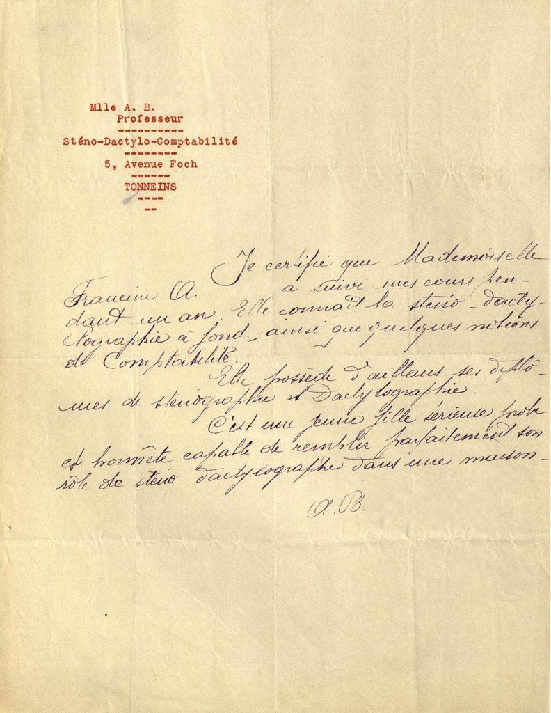 Certificat d'aptitude à la sténodactylographie et recommandation pour l'embauche d'une employée en 1934. HSBC France, Archives historiques.